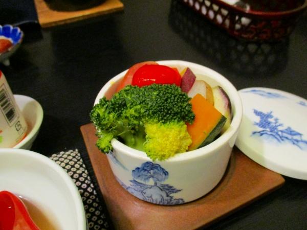 7.蒸し野菜(下のキャベツがうまうま).jpg
